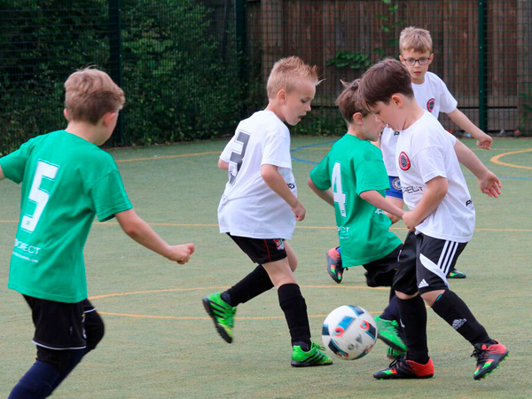 https://www.learnplayachieve.com/wp-content/uploads/2018/07/kids-football-camp-600px.jpg