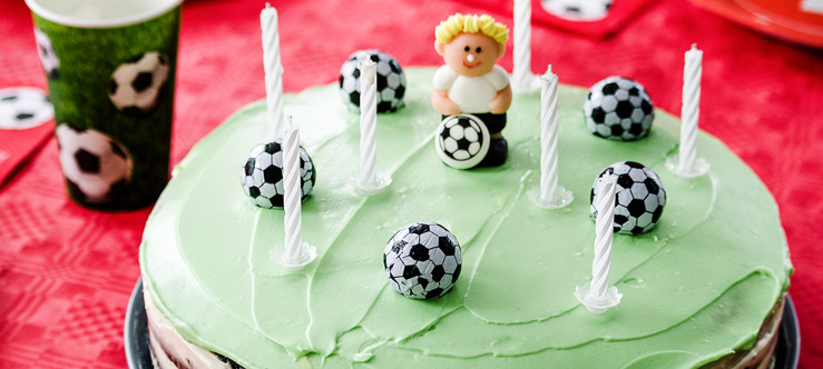 https://www.learnplayachieve.com/wp-content/uploads/2018/09/football-birthday-party.jpg