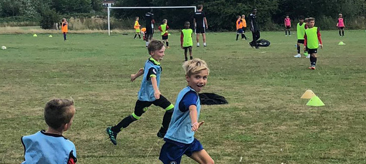 https://www.learnplayachieve.com/wp-content/uploads/2018/09/surrey-football-taster-session.jpg